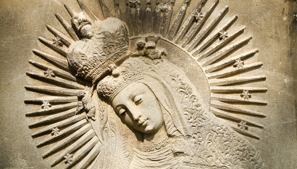 Celebrating the Queenship of Mary with your kids