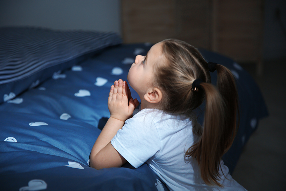 Six evening prayer options for Catholic families • Prayers for Catholic kids